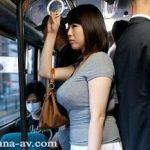 バスで痴漢共にアナルを犯されるムッチリ巨乳熟女