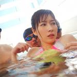 スポーツジムで痴漢集団に競泳水着のまま犯される巨乳美人主婦