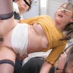 「お願い…中には出さないでッ!」満員電車で集団レ◯プ魔どもに強制中出しで輪姦される美少女の娘と美人母親