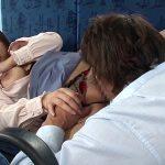 卑猥な下着でバスに乗る痴漢願望の変態巨乳若妻